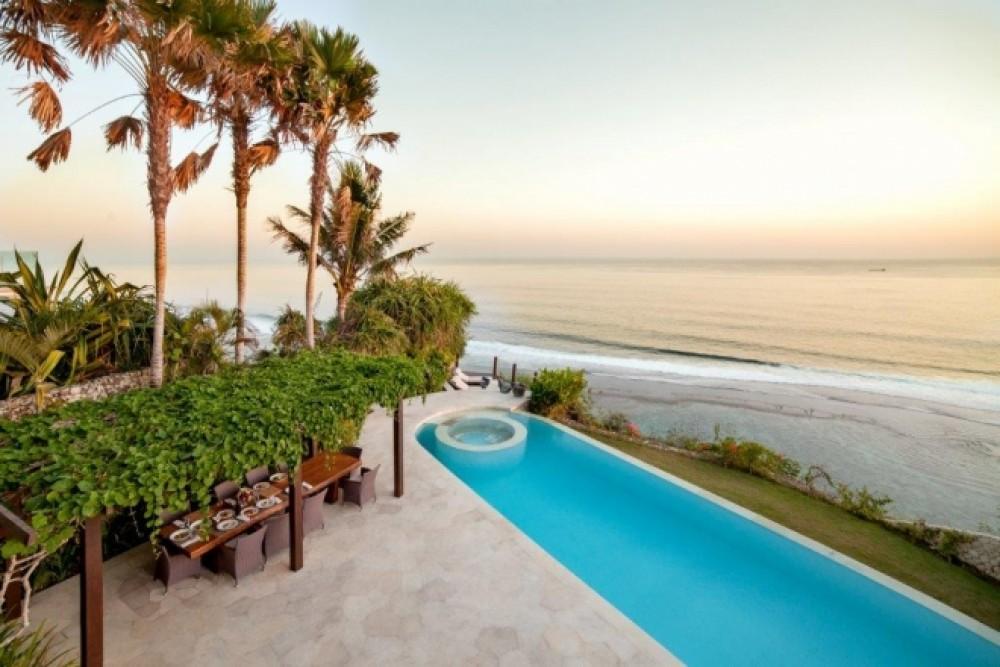 Beachfront Villa Bali to Satisfy Your Ocean Craving